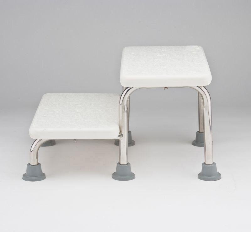 Особенности выбора ступенек, стульев и табуретов для ванны и душа